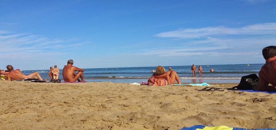 Quelles règles régissent les plages naturistes en France ?